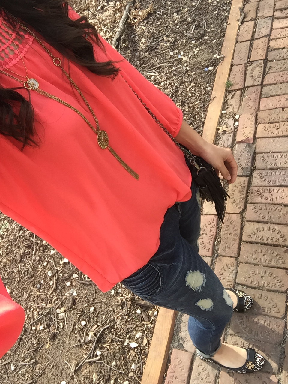 Tips for wearing coral, coral top outfit, spring and summer style ideas, spring fashion tips, leopard flats outfit