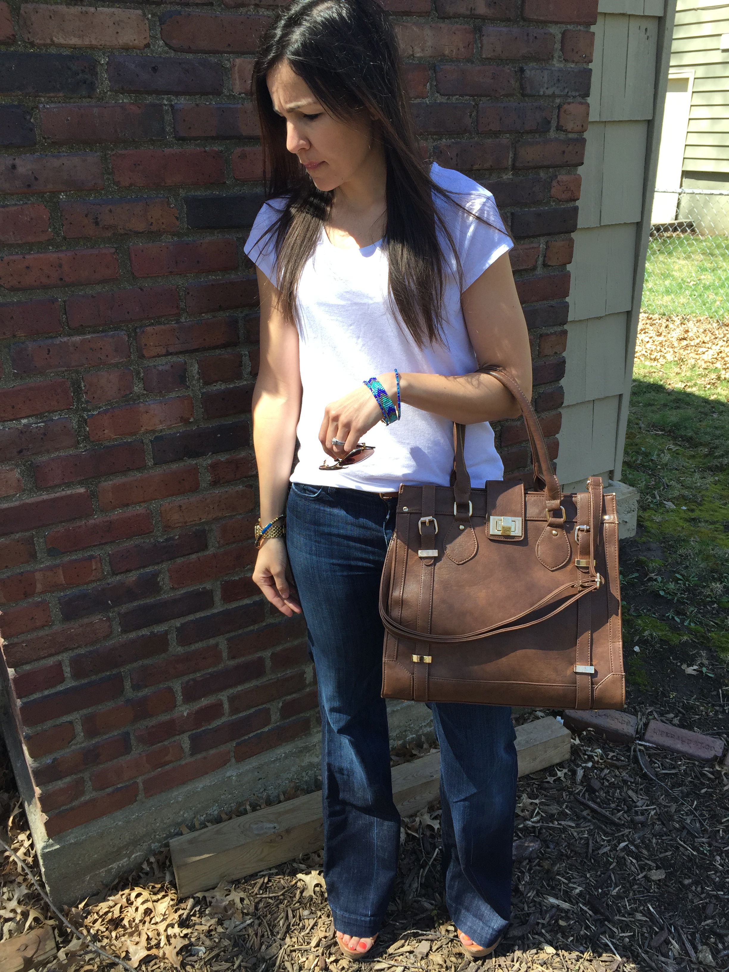 Flare Jeans outfit, how to style flare jeans, tshirt and jeans outfit, spring outfit ideas, wedges for spring