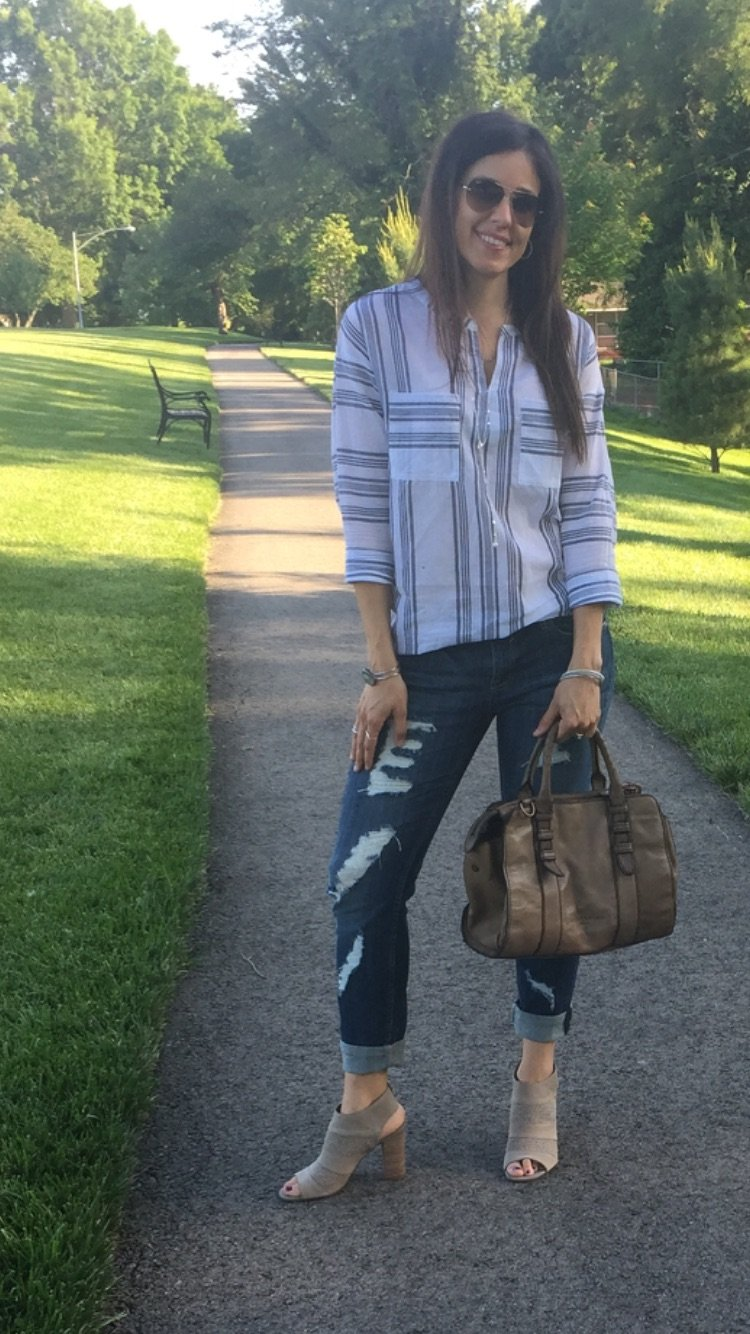 Striped Boyfriend Tunic and Distressed Jeans | How to style distressed jeans | How to style boyfriend jeans | Distressed jeans outfit | Tunic outfit