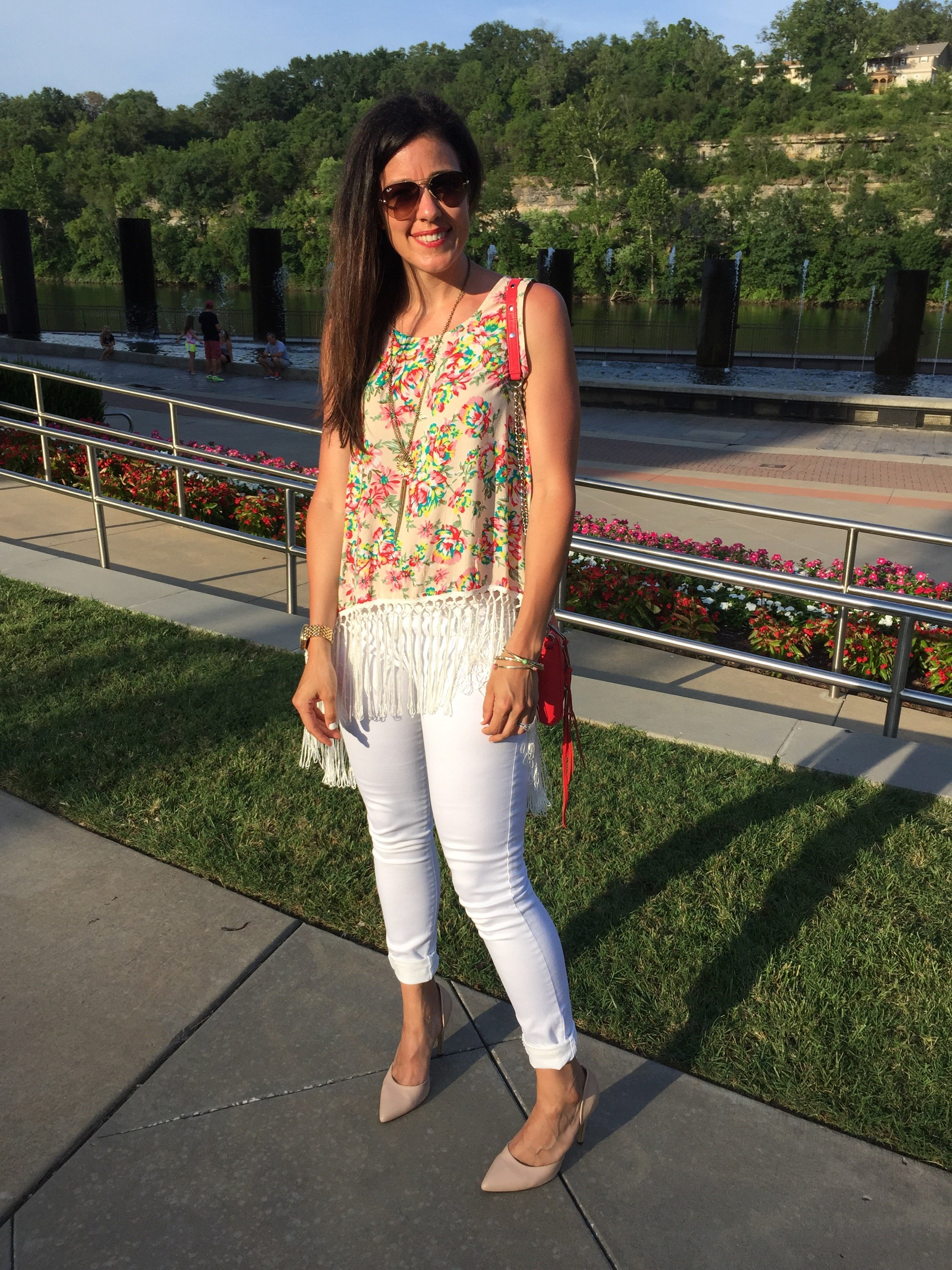 How to style floral top | white jeans outfit | spring and summer style | summer fashion tips | warm weather fashion | fringe top