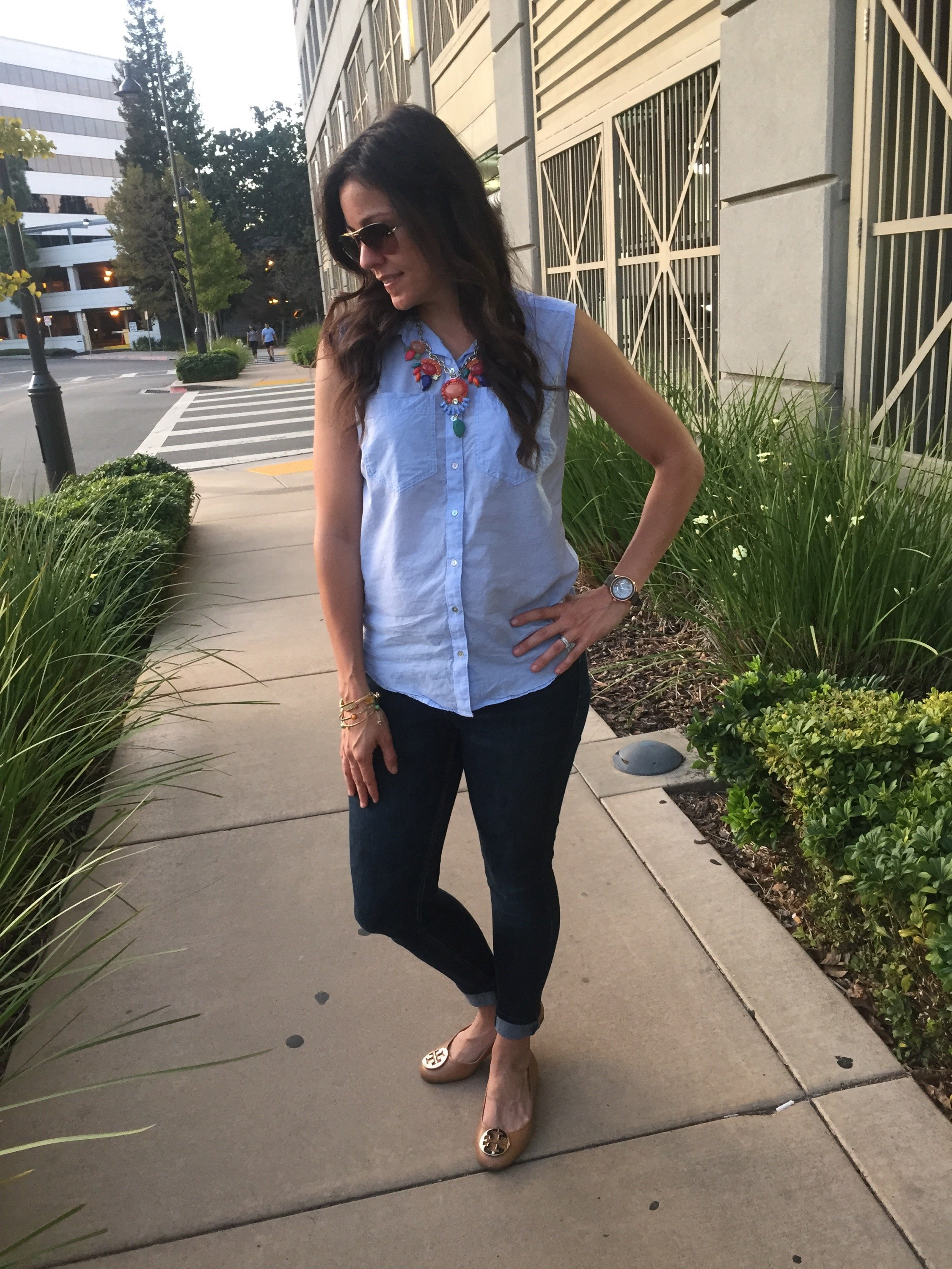 How to style a statement necklace | spring fashion tips | styling for spring and summer | warm weather fashion | maternity style