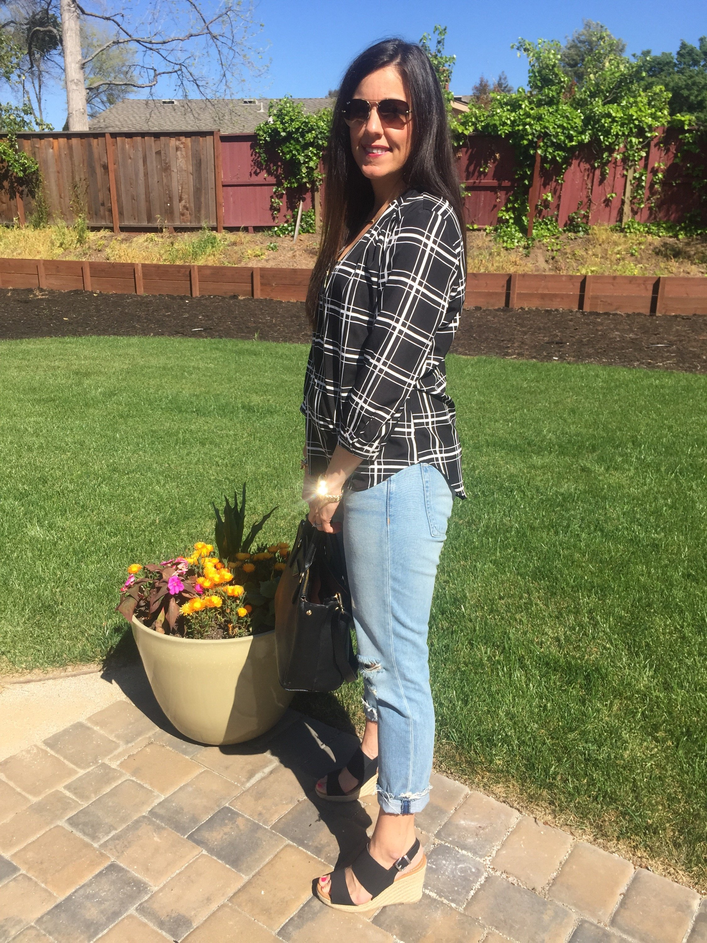 How to style distressed denim | spring and summer style | spring fashion | black and white outfit | warm weather fashion