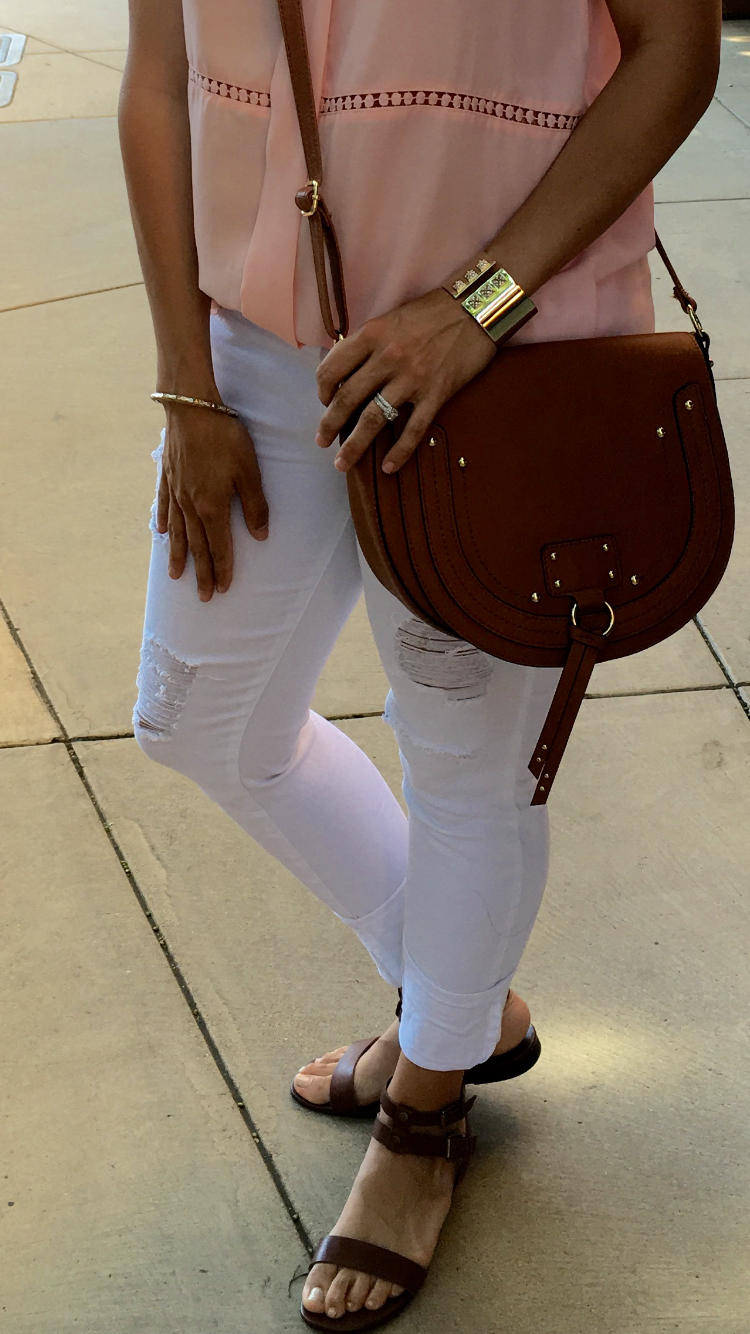 How to style a crossbody bag | white jeans | spring and summer style ideas | spring fashion tips | warm weather fashion