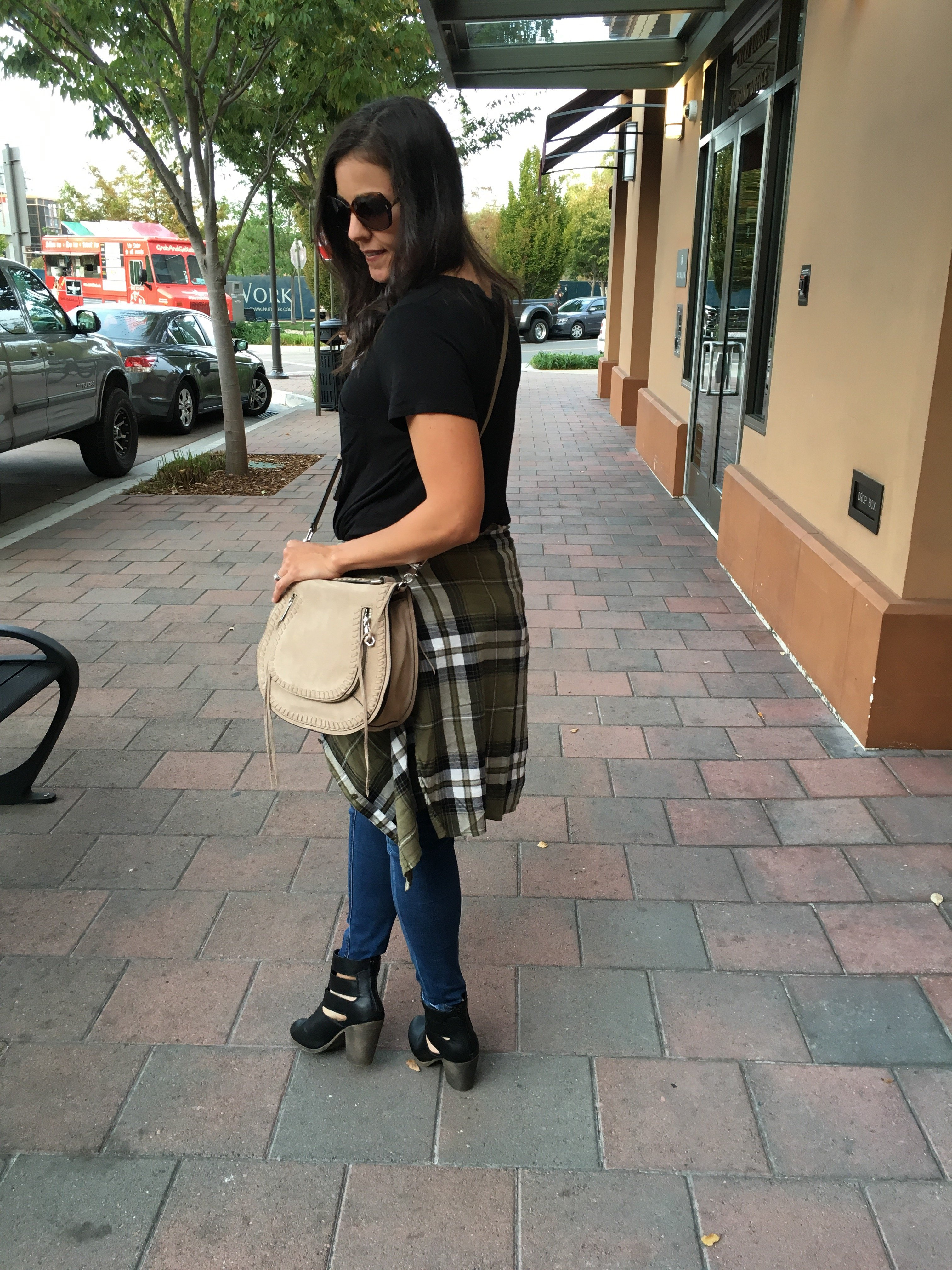 Plaid shirt outfit | how to style a plaid shirt | fall and winter style ideas | fall fashion tips |cool weather fashion