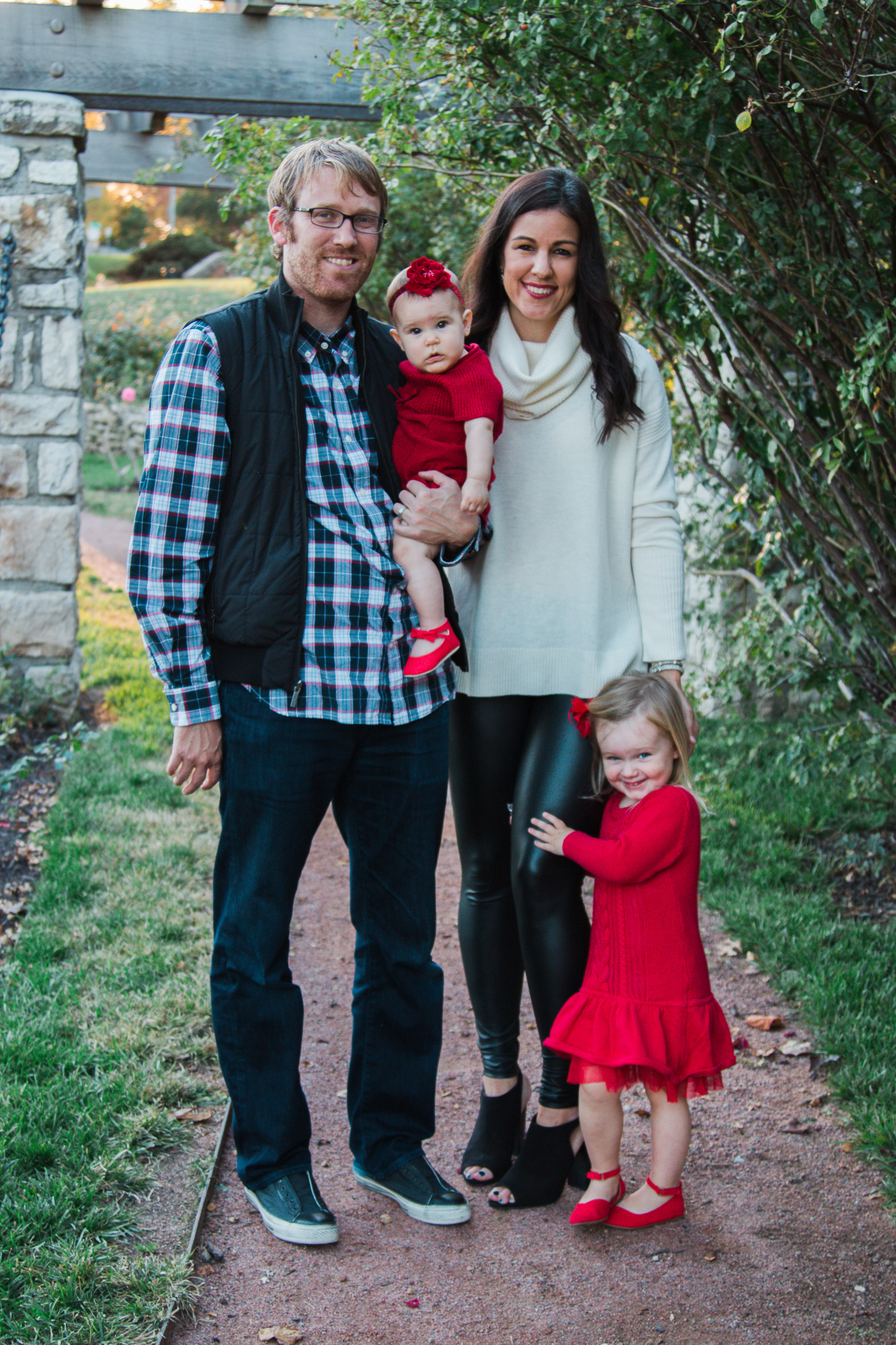 Christmas Card | family photo | family holiday pictures | family picture outfit  | family holiday style
