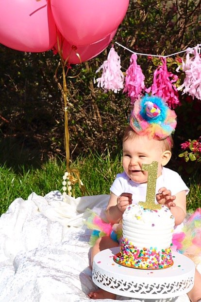 First birthday, girl birthday, one year old birthday ideas, Oscars theme birthday, girl one year pictures, smash cake picture ideas