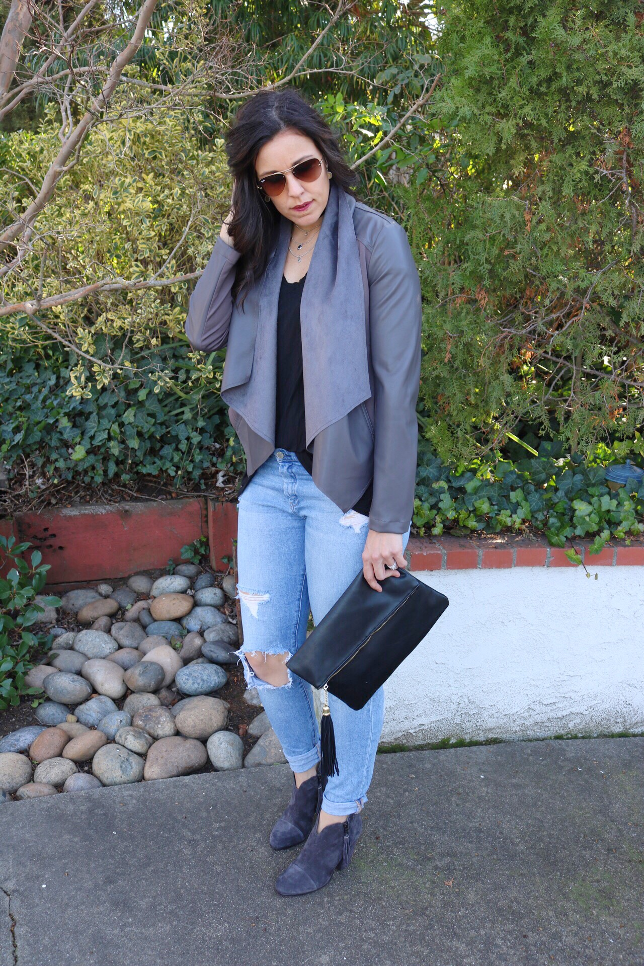 Leather jacket, t-shirt and jeans, leather jacket outfit, tshirt outfit, grey booties, booties outfit