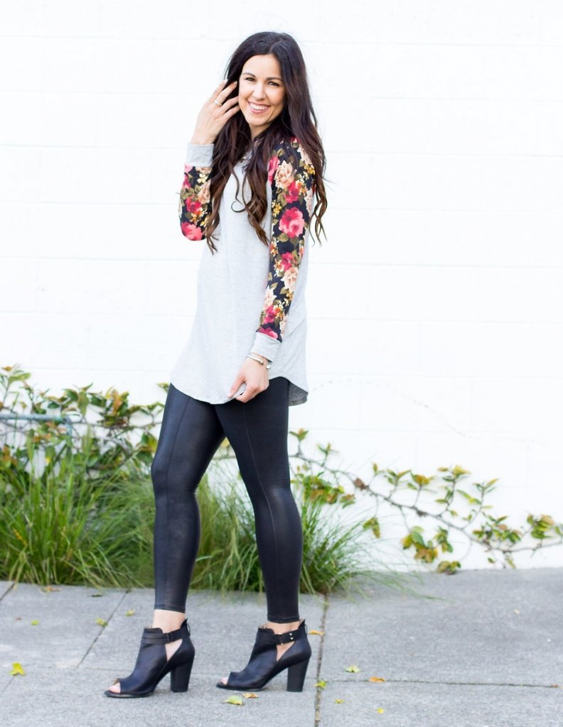 Floral Sleeve Tunic, Styling a floral tee, floral tee outfit, day to night outfit, floral tshirt outfit, how to style a floral tshirt, spanx leggings, The Flexman Flat