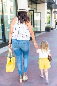 Mom Life Monday's: Tips for Shopping with Kids