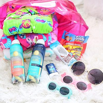 Mom Life Monday's: Tips for Packing Your Pool Bag with Kids